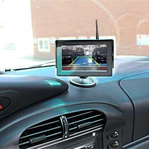 Kabellose Rückfahrkamera mit Parksensoren. Inkl Stand Monitor